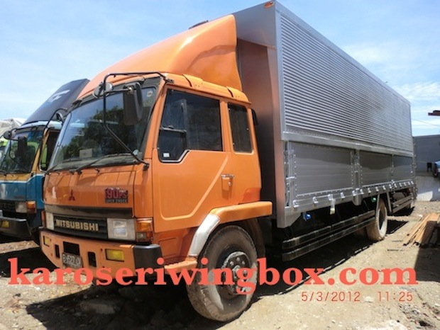 Karoseri Wing Box Mitsubishi Fuso