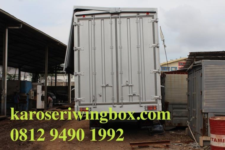karoseri wing box Isuzu Giga FRR pilihan terbaik hubungi 0812 9490 1992 klik www.karoseriwingbox.com, pintu belakang