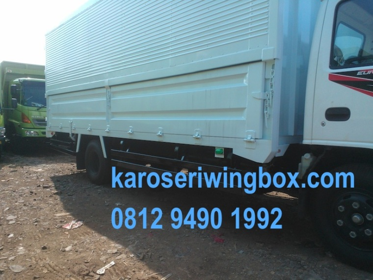 karoseri-wingbox-isuzu-elf-nkr-71-2