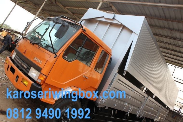 Karoseri wingbox fuso