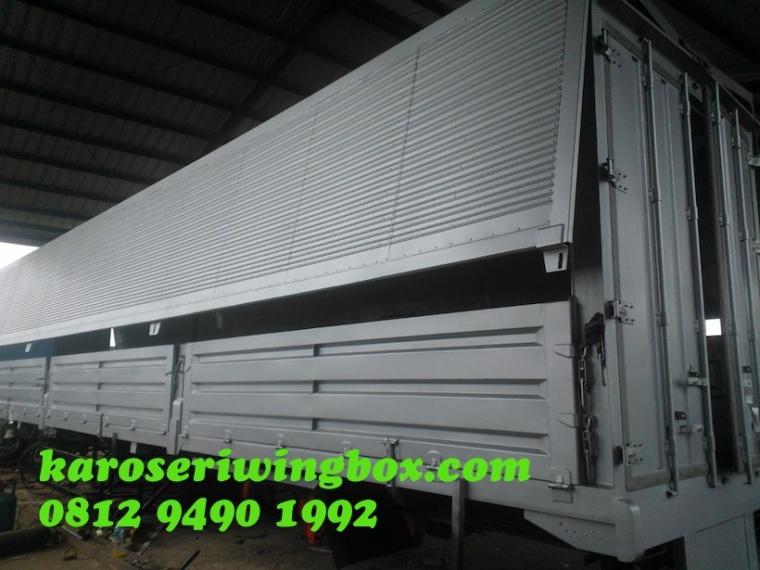 Karoseri wingbox trailer 3 axle 40 FT