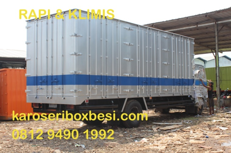 karoseri-box-besi-full-pintu-samping-proses-cat-finishing
