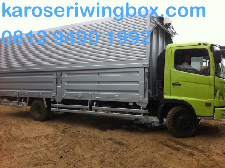 karoseri-wingbox-manual-7-meter-hino-fc-190-j-samping-1